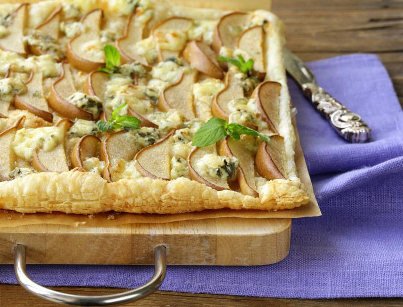 Ciasto z gruszkami i gorgonzolą /123RF/PICSEL