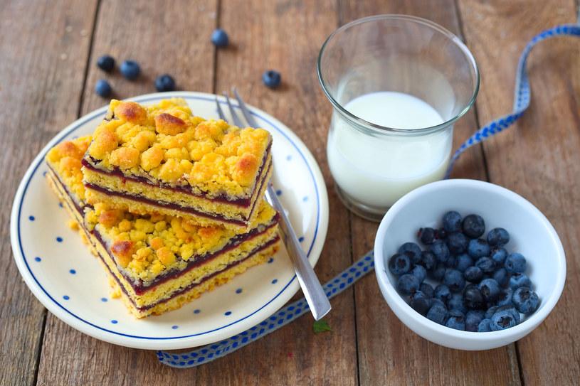 Ciasto z jagodami /123RF/PICSEL
