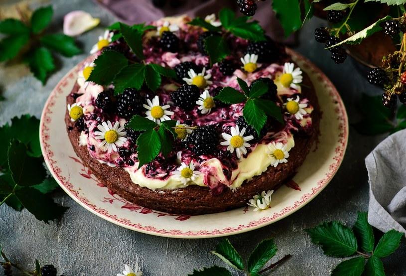 Ciasto z jeżynami /123RF/PICSEL