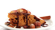 Ciasto z owocami i orzechową posypką
