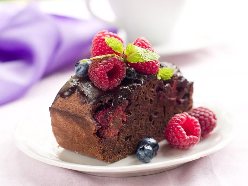 Ciasto z owocami leśnymi /123RF/PICSEL