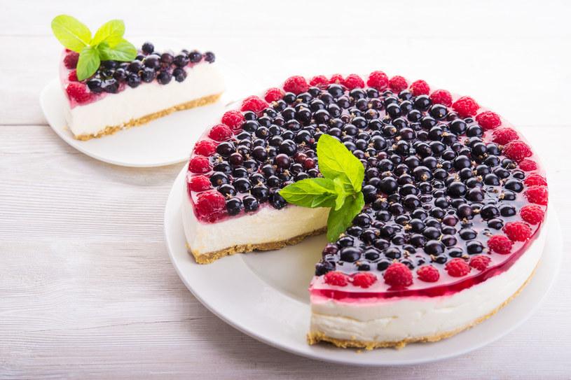 Ciasto z owocami /123RF/PICSEL