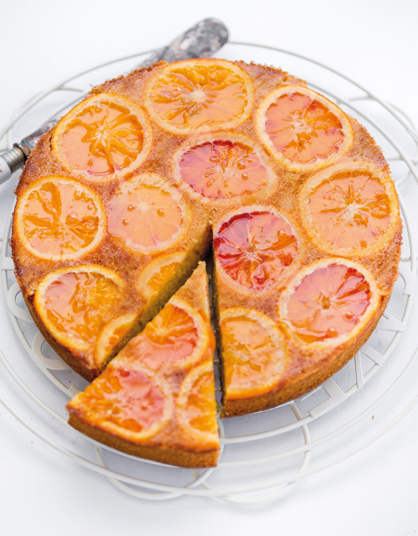 Ciasto z pomarańczami /materiały prasowe