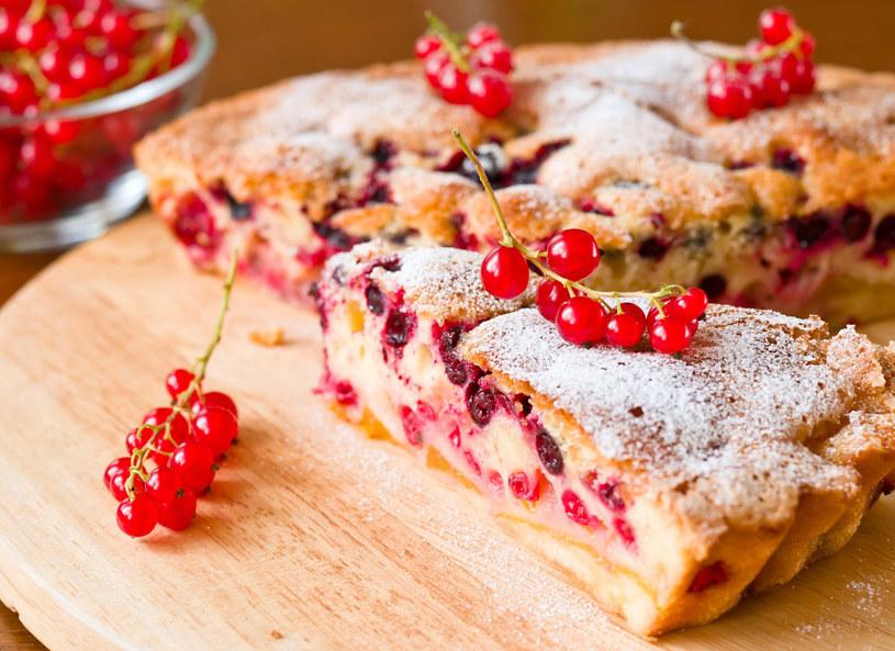 Ciasto z porzeczką - smacznie i lekko! /123RF/PICSEL