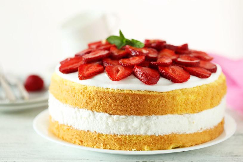 Ciasto z truskawkami /123RF/PICSEL