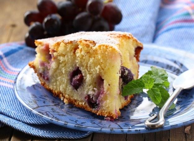 Ciasto z winogronami /123RF/PICSEL