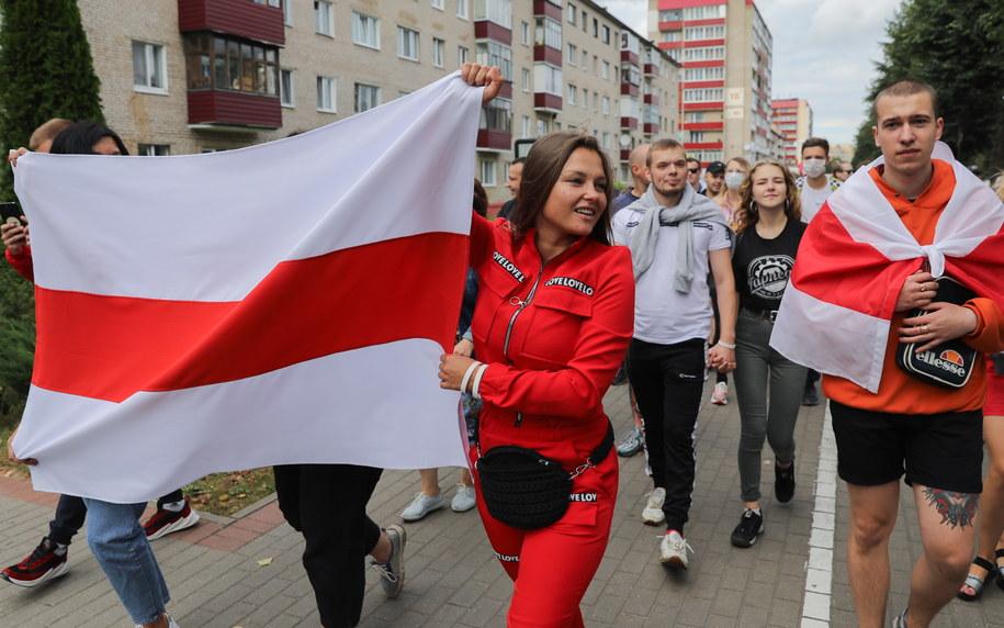 """Cichanouska w """"El Mundo"""": Białorusini pozwolą odejść Łukaszence w spokoju / STR   /PAP/EPA"""
