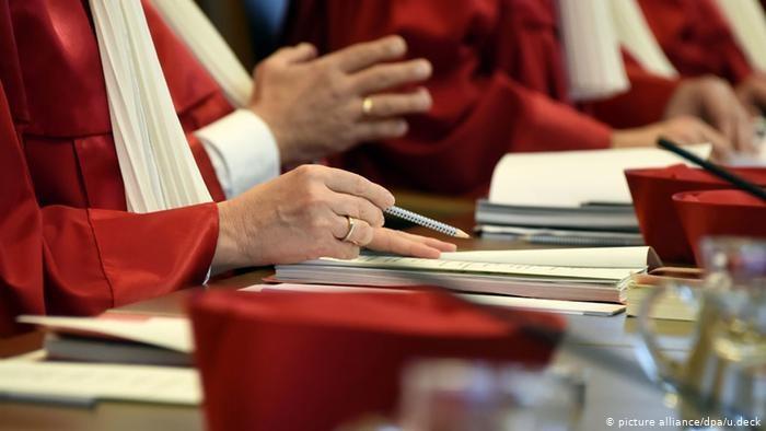 """Cięcia zasiłku Hartz IV za """"brak kooperacji"""" są niezgodne z konstytucją - orzekł Federalny Trybunał Konstytucyjny /Deutsche Welle"""