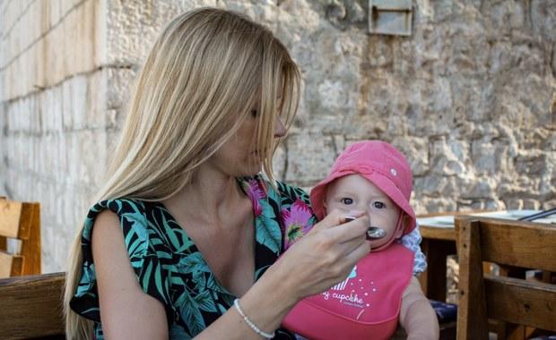 Ciekawa Mama: Co zrobić, gdy dziecko się zakrztusi? [FILM]