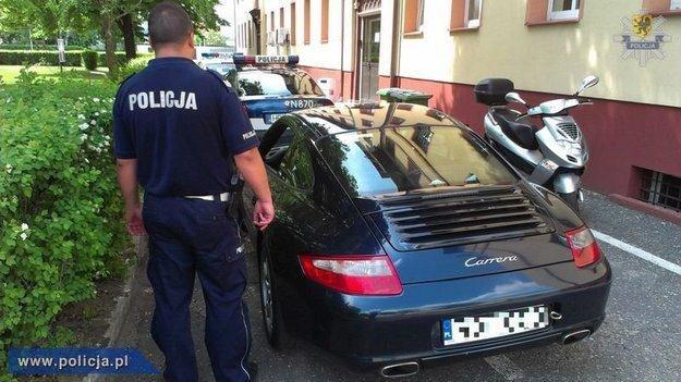 Ciekawe auto, jak na ucieczkę... /Policja