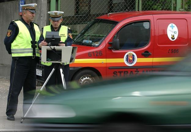 Ciekawe czy w Warszawie też strażnicy pędzą 140 km/h przed fotoradarem / Fot: Stefan Maszewski /Reporter