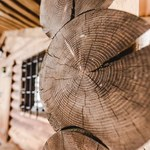 Ciekawy pomysł do ogrodu - altana ogrodowa wykonana z bali