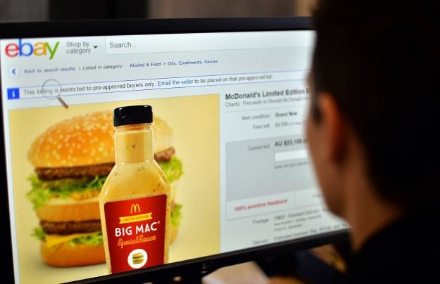 Ciekawy wskaźnik Big Maca wycenia złotego /AFP