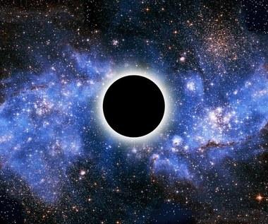 Ciemna materia ma związek z czarnymi dziurami?