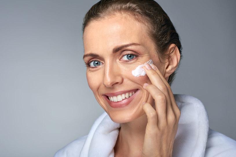 Cienka skóra uelastyczni się przed latem dzięki intensywnym zabiegom /123RF/PICSEL