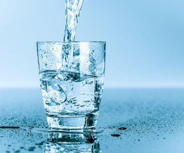 Ciepła i zimna woda: kiedy je pić i dlaczego?