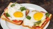 Ciepła kanapka zsadzonym jajkiem