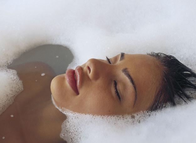 Ciepłe kąpiele z dodatkiem naparu z tymianku wzmocnią organizm /ThetaXstock