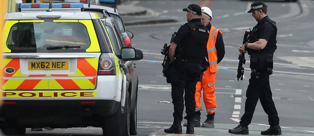 """Cieślak: Dziś terroryści na podstawie internetu """"step by step"""" budują bomby"""