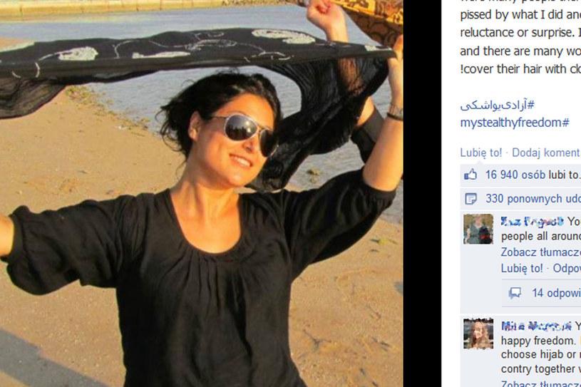 """""""Cieszę się, że nie jestem sama i jest wiele kobiet, które tak jak ja nienawidzą tego materiału, który zasłania im włosy!""""/ fot. facebook, My Stealthy Freedom /Styl.pl"""
