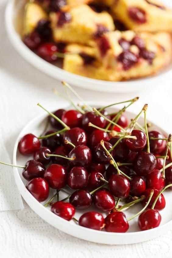 Cieszmy się smakiem owoców sezonowych! /123RF/PICSEL