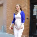 Ciężarna Chelsea Clinton w eleganckiej stylizacji
