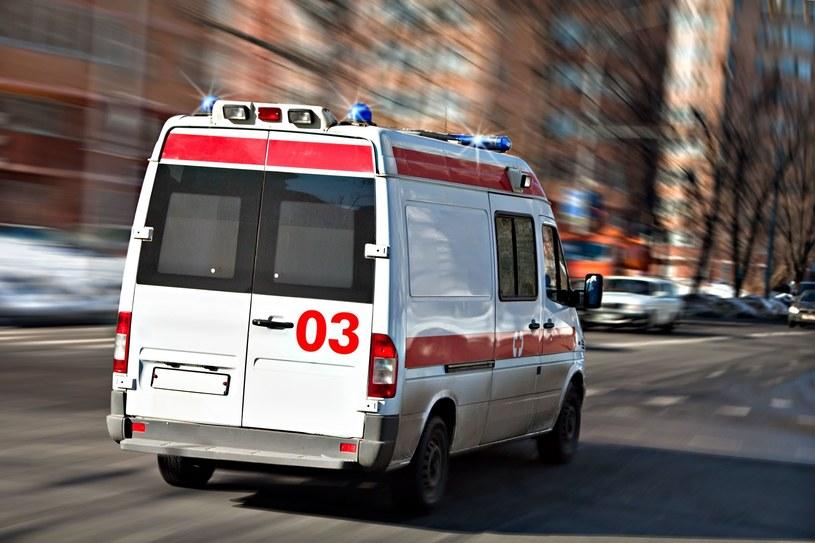 Ciężarna kobieta uderzonaprzez drzwi tramwaju /123RF/PICSEL