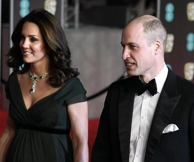 Ciężarna księżna Kate na gali BAFTA. Nie przyszła w czarnej sukni. Dlaczego?