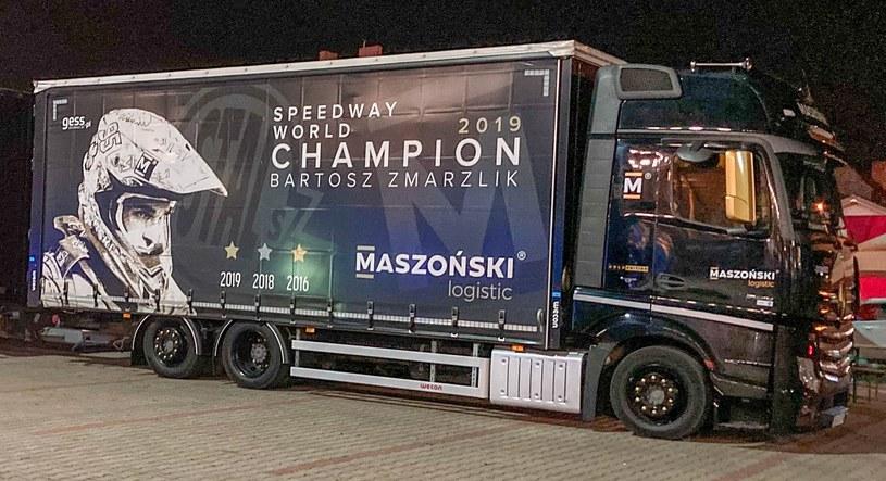 Ciężarówka firmy Maszoński Logistic. /Rafał Włosek /Newspix