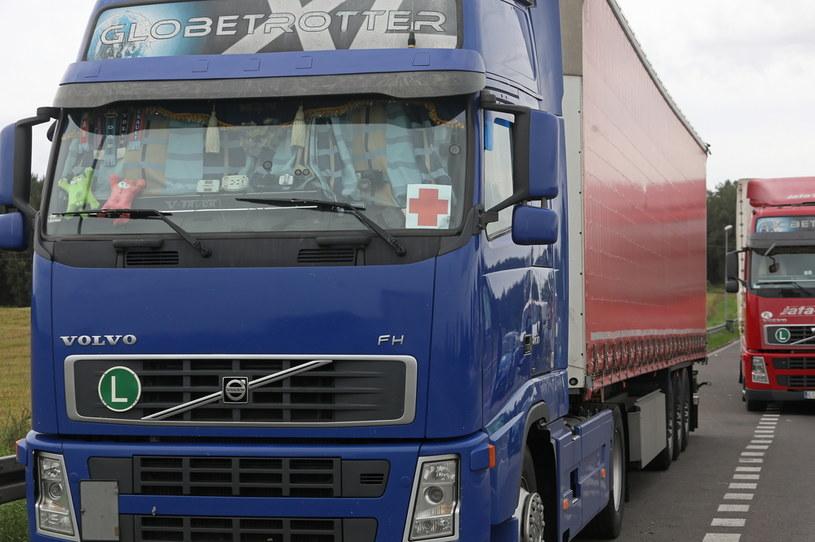 Ciężarówka przewożąca pomoc humanitarną nie mogła przekroczyć granicy /PAP/Artur Reszko /PAP