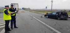 0009945U9UJ67J51-C307 Ciężarówka uderzyła w auto i dwie kobiety