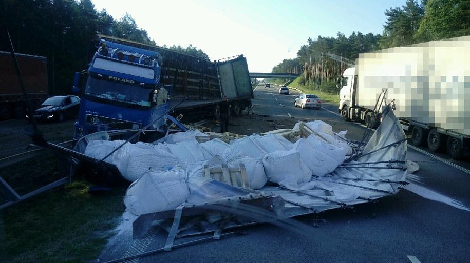 Ciężarówka uderzyła w bariery na A4 /Gorąca Linia RMF FM