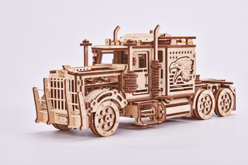 Ciężarówka z drewna, którą musisz zbudować samemu /materiały prasowe