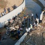 Ciężarówka z migrantami spadła z autostrady. 22 osoby nie żyją