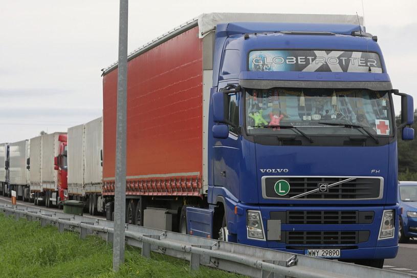 Ciężarówka z polską pomocą humanitarną przeznaczoną dla uchodźców na Białorusi / Artur Reszko    /PAP
