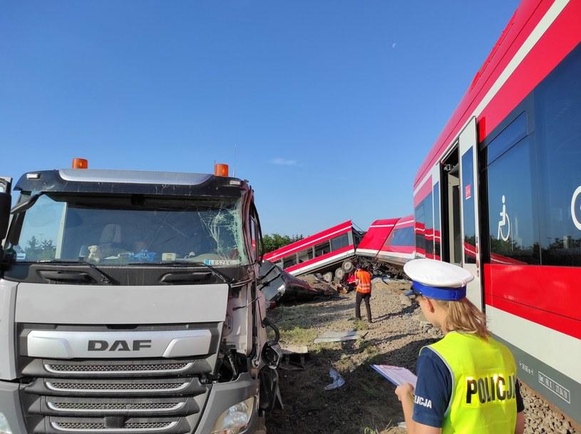 Ciężarówka zderzyła się z pociągiem w Kołbaskowie /Piotr Tuzimek /materiały prasowe