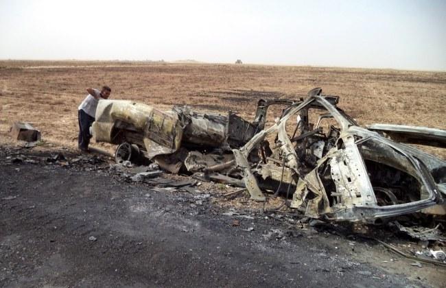 Ciężarówka zniszczona przed dżihadystów w okolicach irackiego Tikritu /ALI MOHAMMED /PAP/EPA