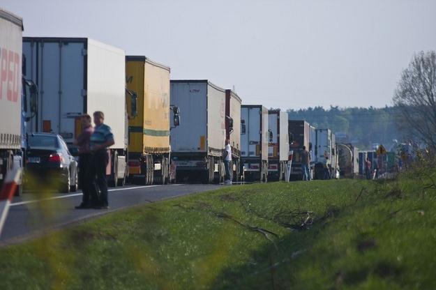 Ciężarówki masowo omijają płatne odcinki / Fot: Mikołaj Zacharow /Reporter