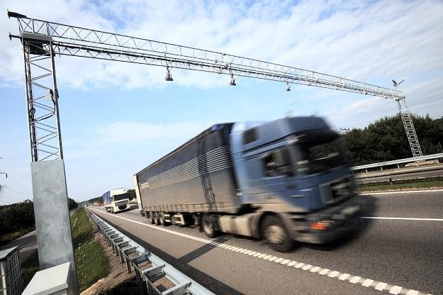 Ciężarówki muszą zjechać na parkingi / Fot: Wojciech Stróżyk /Reporter