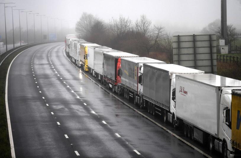 Ciężarówki na francusko-brytyjskiej granicy /NEIL HALL /PAP/EPA