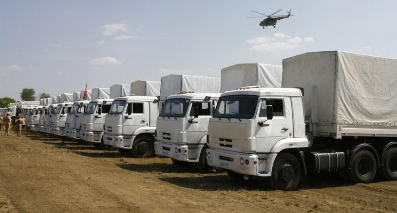 Ciężarówki na postoju w Kamieńsku Szachtyńskim /ANDREY KRONBERG /AFP