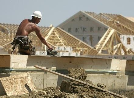 Ciężka praca za lepsze pieniądze. Szkoda tylko, że kosztem rodzin. Ot, emigrancki los... /AFP