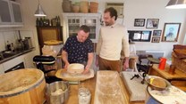 Ciężki kawałek chleba. Jak upiec dobre pieczywo?