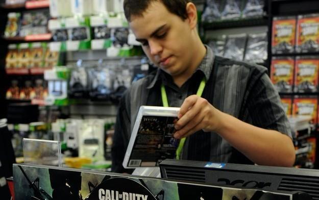 Ciężko sprzedawać gry na PC w detalu - twierdzi Darryl Still /AFP