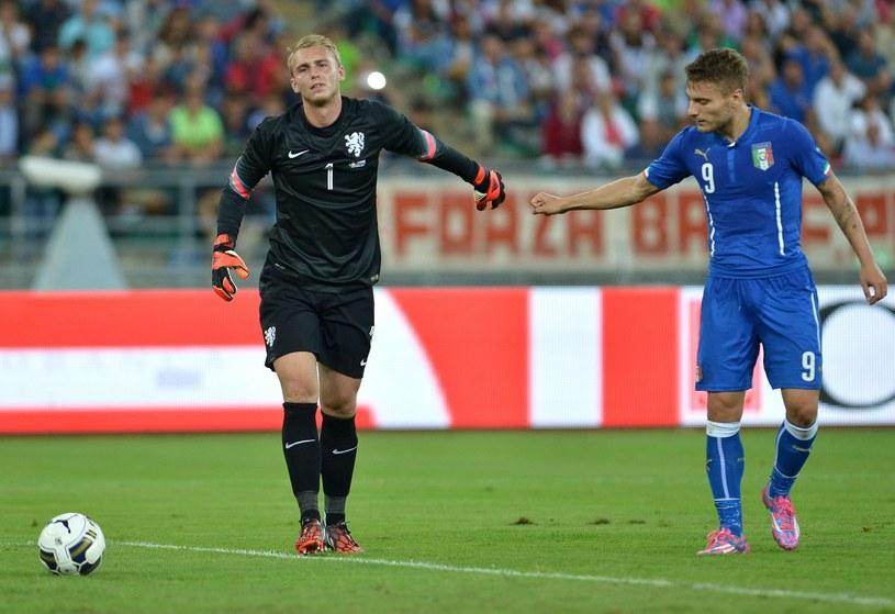 Cillessen (z lewej) podczas towarzyskiego meczu Holandia - Włochy /AFP