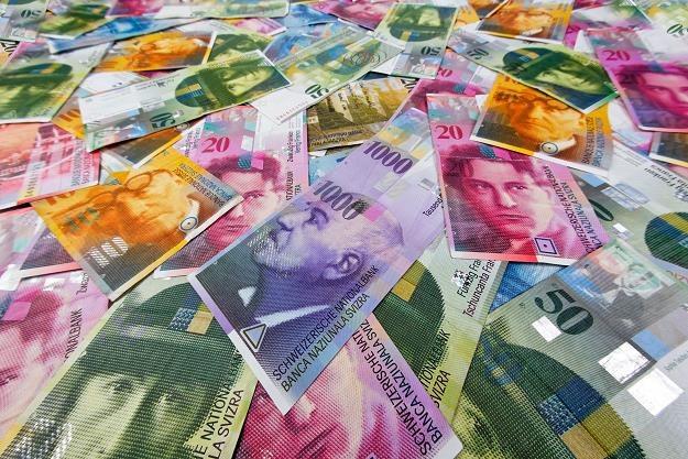 Cios w 700 tysięcy polskich kredytobiorców! /©123RF/PICSEL