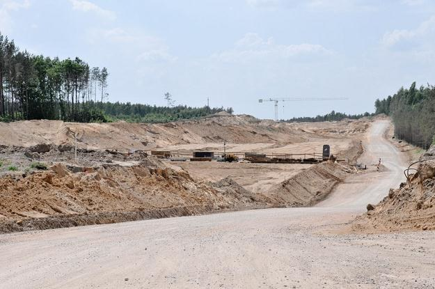 Cisza na placu budowy autostrady A2 / Fot. Łukasz Szeląg /Reporter