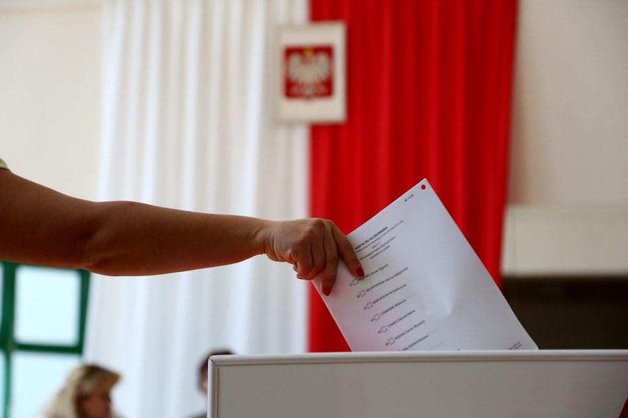 Cisza wyborcza trwa do niedzielnego zakończenia głosowania /PAP/Tomasz Gzell /PAP