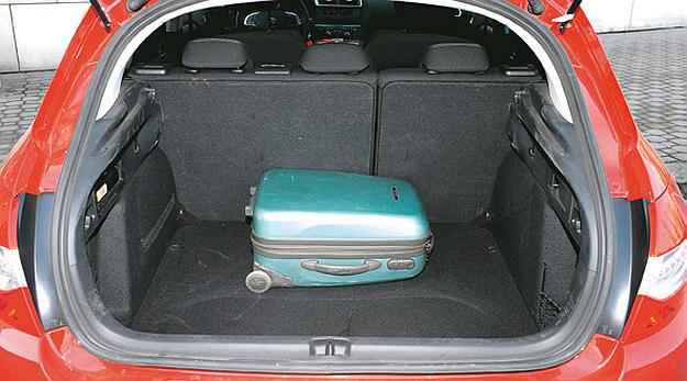 CITROEN 410-1185 l to świetny wynik, bagażnik ma też duży otwór załadunkowy. /Motor
