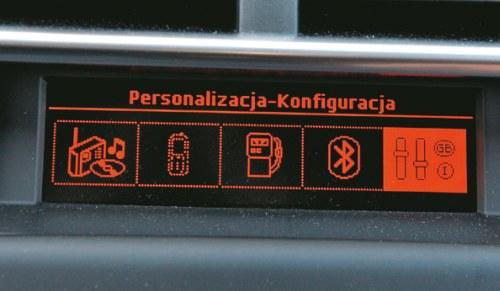 CITROEN Nawet mały ekran mono obsługuje możliwość konfiguracji ustawień pojazdu. /Motor